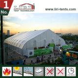 Grande tente de courbe pour l'exposition