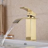 Robinet en laiton de vente chaud de bassin de salle de bains de cascade à écriture ligne par ligne de chrome