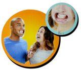 Parler à l'extérieur le jeu d'usager drôle de famille d'embouchure de jeu de société