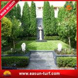 Grama decorativa do melhor jardim artificial do relvado