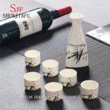 Insieme del vino del triangolo, vino di ceramica della tazza degli utensili, vino per bere vino