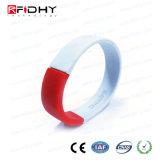MIFARE Wristband rosso e bianco di DESFire di RFID del silicone nella figura della vigilanza