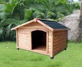 Im Freiengarten-Hundehölzernes Hundehütte-Haustier-Haus