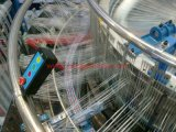 기계 (6대의 셔틀 원형 직조기)를 만드는 플라스틱에 의하여 길쌈되는 부대