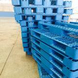 Pálete Stackable resistente azul do plástico da parte superior lisa de 4 maneiras