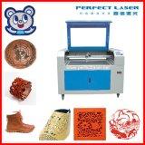 Máquina de estaca de couro acrílica do laser do vestuário da tela com o refrigerador de água Cw3000 (PEDK-13090)