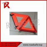 Gebildet im China-rote Farben-reflektierenden Dreieck