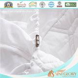 La gloria Microfiber Hypoallergenic del san che riempie 100-Percent impermeabilizza la protezione del materasso