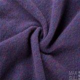 Het Haar van Yark en de Stof van de Wol met Gebreid voor de Winter in Purple