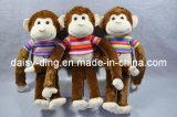 柔らかい材料を持つプラシ天の多彩な猿