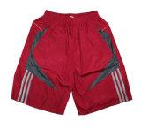 O fato estoca as calças de nylon do esporte dos Shorts da praia da roupa do homem