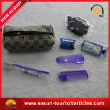 El recorrido al aire libre fija amenidades del hotel y el kit de las hojas de ruta (traveler)