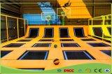 熱い適性のための泡ピットが付いている販売によって結合される子供の屋内トランポリン公園