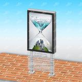Ciudad que hace publicidad del rectángulo ligero de la muestra al aire libre