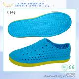 El deporte al aire libre de los zapatos del jardín de la manera calza los estorbos de EVA