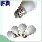Alta eficientemente luz de bulbo de 7W E27 LED con 2 años de garantía