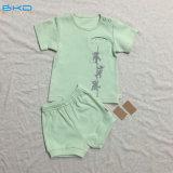 A roupa Sleeveless do bebê da roupa do bebê da impressão da tela ajustou-se