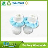 Носки младенца малыша милого хлопка зимы белого с голубым шнурком
