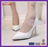 灰色カラー光沢があるPUの女性の靴
