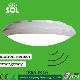 最上質12-28Wは防水する動きセンサーの緊急事態(IP65 IK10)のLEDの天井灯を