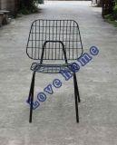 쌓을수 있는 강철 옆 의자를 식사하는 현대 금속 와이어