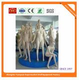 Женщины манекена стеклоткани сидят позиция 072811