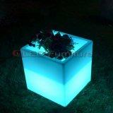 Vendita esterna della mobilia del giardino di plastica dell'ottomano del cubo del LED