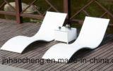 Base di giorno esterna di vimini con la parte posteriore comoda