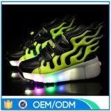 2016 Moda de colores para niños Zapatos LED, zapatos corrientes de simulación