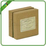 주문을 받아서 만들어진 선물 상자 패킹을 재생하십시오