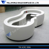 O branco curvado pequeno iluminou o projeto de superfície contínuo acrílico da mesa de recepção (TW-PART-061)