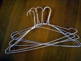 2016 ganchos pulverizados os mais baratos do fio de metal para os ganchos de roupa brancos da cor do quarto de lavanderia