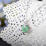 女性の純銀製の鎖が付いている自然な石造りの緑のChalcedonyのネックレスのペンダント
