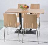 A mobília moderna das cadeiras das tabelas de jantar 4 do restaurante ajustou-se para a venda