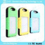 des Portable-8000mAh Sonnenenergie-Bank draußen mit LED-Taschenlampe (ZYF8076)