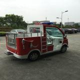 Capretti di Ristar che giocano camion dei vigili del fuoco elettrico