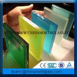 박판으로 만들어진 실크에 의하여 모방되는 다채로운 장식적인 유리