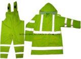 Желтые куртка и тяжелое дыхание Rainwear с отражательной лентой