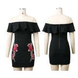 Form-Frauen-Blumen-Stickerei-Rüsche-Bodysuits weg vom Schulter-Kleid