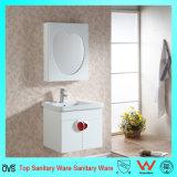 Vanidad moderna montada en la pared del cuarto de baño del estilo con la cabina del espejo