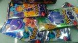 Tarjetas que juegan del juego de tarjeta de Pokemon con el tipo empaquetado de la almohadilla