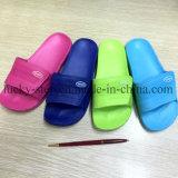 Cuatro zapatos de EVA de los colores