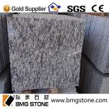 Granito giallo a buon mercato cinese fiammeggiato del granito delle mattonelle e mattonelle esterne del granito