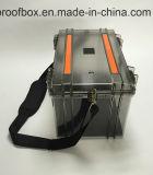 Fotografando a caixa protetora da câmera profissional da caixa do equipamento