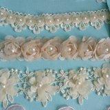 Fiore Handmade bello con la guarnizione del merletto del ricamo della perla