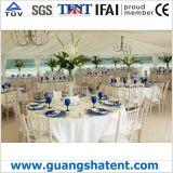 美しく白い結婚披露宴のテント