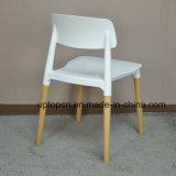(SP-UC018)木製の足を搭載するプラスチック椅子を食事する商業家具のあと振れ止め