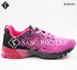 Ботинки спортов людей и женщин Knit мухы идущие