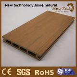 Decking composé neuf des graines en bois normales