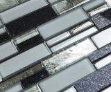 Mattonelle di mosaico in bianco e nero della striscia per la parete